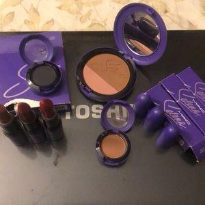 Mac Selena cosmetics